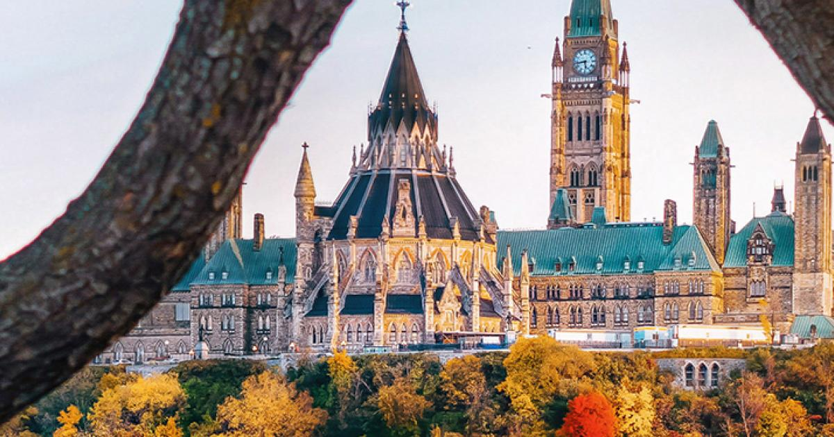 1500-Parliament-Hill-Fall-Ottawa-River-photographer-Christopher-Austin